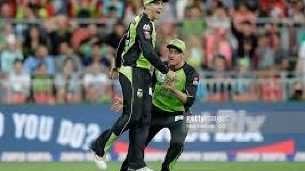 Article image for Historic night for Sydney Thunder as they continue unbeaten start to BBL05